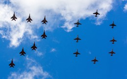 ẢNH: Mục kích Không quân Nga tập duyệt binh Ngày Chiến thắng
