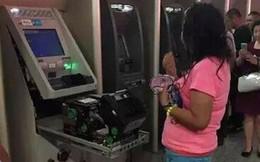 Choáng với người phụ nữ tay không phá máy ATM để... lấy lại thẻ