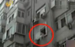 Cha đẻ giục con gái nhảy lầu tự tử trong khi hàng xóm can ngăn