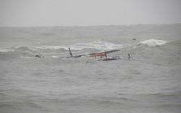 Cứu sống 9 ngư dân bị chìm thuyền
