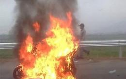 Air Blade bỗng nhiên bốc cháy trên đường cao tốc