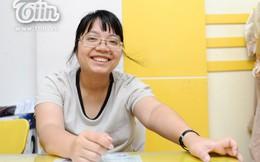Cô giáo kỳ lạ: Mời học sinh xếp hàng trả lại tiền nếu lớp học ồn