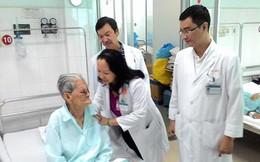 Lấy thành công u mắt khổng lồ cho cụ bà 101 tuổi