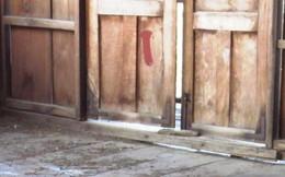 Xác chết lõa thể đang phân hủy trong ngôi nhà hoang