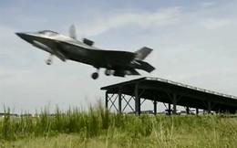 Chứng kiến F-35B cất cánh kiểu nhảy cầu, hạ cánh thẳng đứng