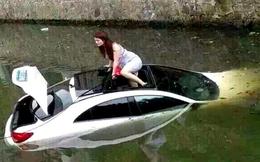 Lao Mercedes xuống sông, thoát ra bằng cửa mái chờ cứu