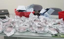 Xách 2.000 viên ma túy và 3,3kg nhựa thuốc phiện để lấy 10 triệu