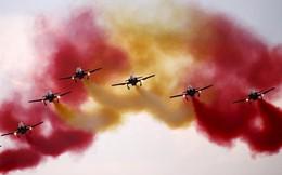 24h qua ảnh: Phi đội Không quân Tây Ban Nha trình diễn
