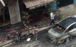 Hà Nội: Xế hộp bốc cháy, thiêu rụi cả chiếc xe máy đỗ bên cạnh