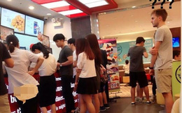 Bức ảnh tại quầy bán đồ ăn nhanh khiến giới trẻ Việt xấu hổ