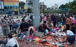 Lạ Hà Nội: 'Chợ xổm' sẵn sàng chạy lúc mờ sáng
