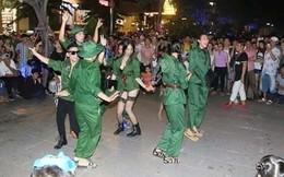 Dân mạng phẫn nộ vì màn hoá trang quá lố trên đường Nguyễn Huệ