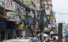 Ảnh: Lưới điện như mạng nhện trên đường phố ở Ấn Độ