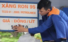 """""""Ai"""" làm cho giá xăng dầu trong nước cao?"""