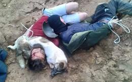"""2 """"cẩu tặc"""" bị dân đánh, trói ngay bên cạnh xác con chó"""