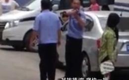 """Cảnh sát rút súng uy hiếp dân: """"Đánh chết mày cũng bẩn tay tao"""""""