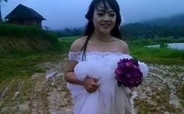 """Nụ cười hạnh phúc của """"cô dâu lội bùn"""" khiến dân mạng cảm động"""