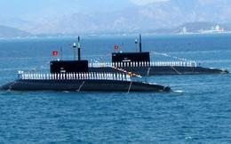Hải quân VN duyệt đội hình trên biển kỷ niệm 60 năm thành lập