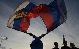"""Crimea - """"đứa con trở về"""" đang dần biến thành """"đứa con bất trị"""""""