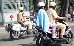 CSGT chở dân đi cấp cứu sau lệnh cấm đường tổng duyệt