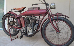 Cận cảnh xe máy 100 tuổi đắt gấp đôi Camry