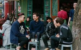 Chùm ảnh: Giới trẻ Hà Thành không thể nào thiếu buổi cafe vỉa hè những ngày cuối năm