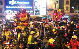 Số người đổ ra đường đông kỷ lục trong đêm giao thừa tại Hà Nội