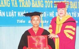Bà bán chuối 57 tuổi ở Tiền Giang nhận bằng cử nhân Luật