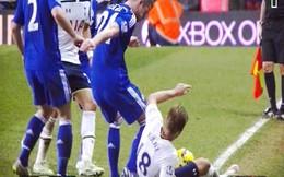 """Chơi trò """"bẩn"""", sao Chelsea tính triệt hạ đối thủ"""