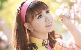 'Cô gái 25 triệu' diện áo dài đón xuân trên phố Sài Gòn
