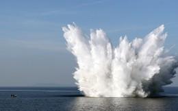 24h qua ảnh: Tàu chiến Pháp kích nổ bom từ Thế chiến thứ hai