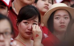 24h qua ảnh: Cô gái xúc động khóc trong ngày quốc khánh Singapore