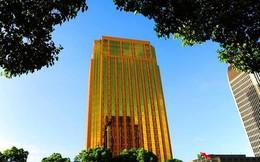 """Tòa nhà """"vàng"""" sáng chói làm người dân """"chói mắt"""""""