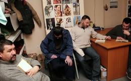 Ảnh hiếm từ bên trong nơi ly khai giam giữ binh sĩ Ukraine
