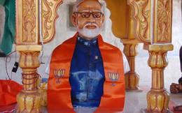 Thủ tướng Ấn Độ phát hoảng vì được dân dựng đền thờ