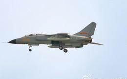 """[ẢNH] Trung Quốc đưa """"báo bay"""" JH-7 quyết đấu với máy bay Nga"""