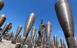 24h qua ảnh: Binh sĩ Iraq đứng giữa lô đạn cối thu giữ từ IS
