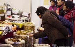 Người Hà Nội đội mưa rét đi chợ ở… bảo tàng