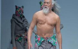 Người mẫu 79 tuổi gây sốt khi khoe body trên sàn diễn