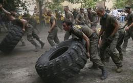 7 ngày qua ảnh: Lính tình nguyện Ukraine trước khi ra chiến tuyến