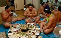 """Khám phá chế độ ăn """"khủng"""" của võ sĩ Sumo Nhật Bản"""