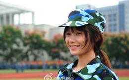 """Dung nhan """"nữ thần quân phục"""" đẹp không cần son phấn"""