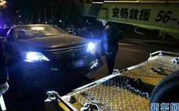 Ô tô lao vào lãnh sự quán Mỹ ở Thượng Hải