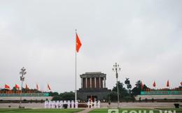 Người nước ngoài có mặt trong lễ chào cờ ở Lăng Bác sáng nay