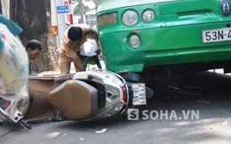 Đẩy nghiêng xe buýt, kéo người phụ nữ bị kẹt dưới gầm ra ngoài