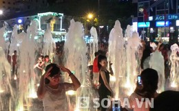 Người Sài Gòn ướt sũng cả đêm trên phố đi bộ