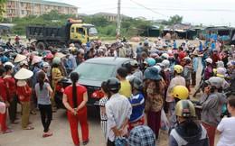 Hàng trăm tiểu thương vây trụ sở ủy ban bày tỏ bức xúc