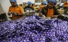 """""""Đột nhập"""" công xưởng sản xuất bao cao su lớn nhất thế giới"""