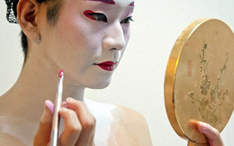 Cận cảnh cuộc sống Geisha nam độc nhất của Nhật Bản