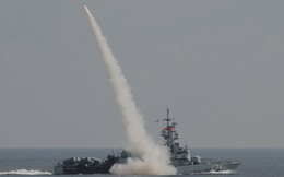 Uy lực chiến hạm tên lửa Malaysia giám sát tàu TQ trên Biển Đông
